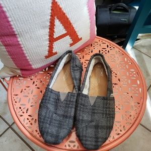 Ladies Toms size 8 grey wool plaid.
